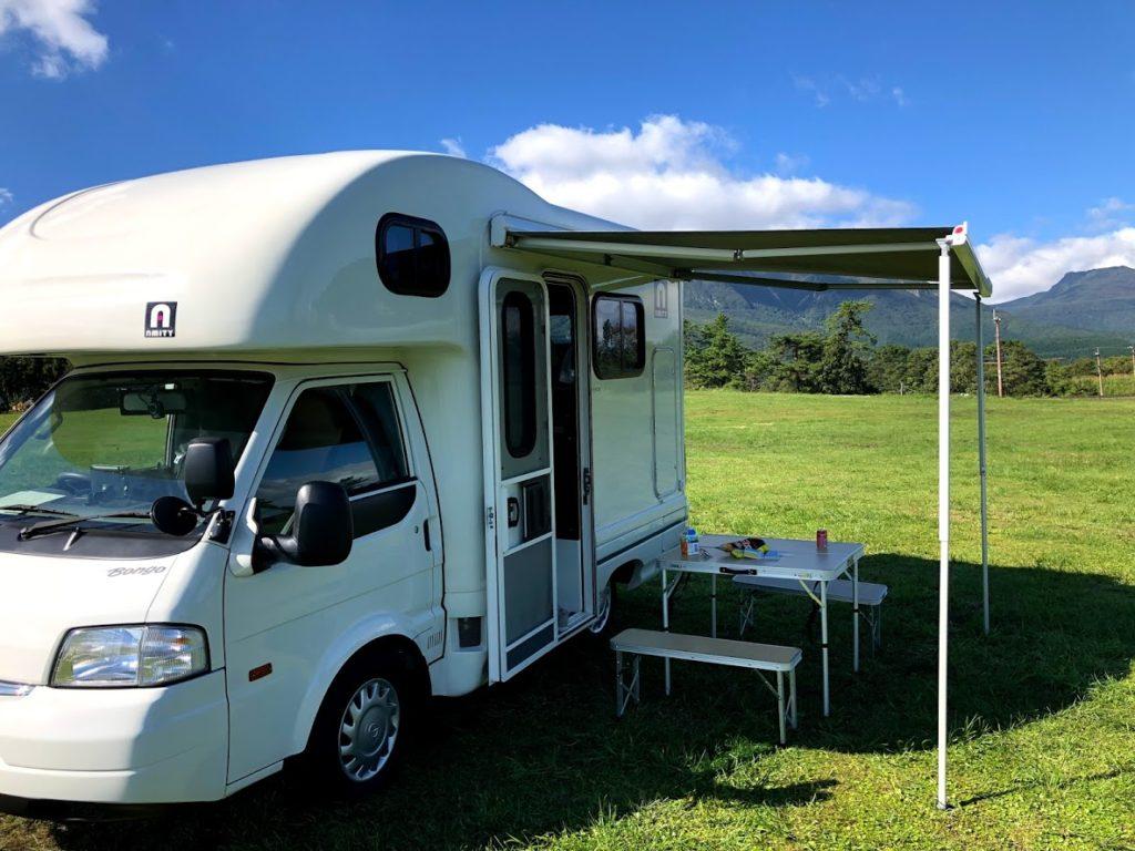 キャンプとキャンピングカー
