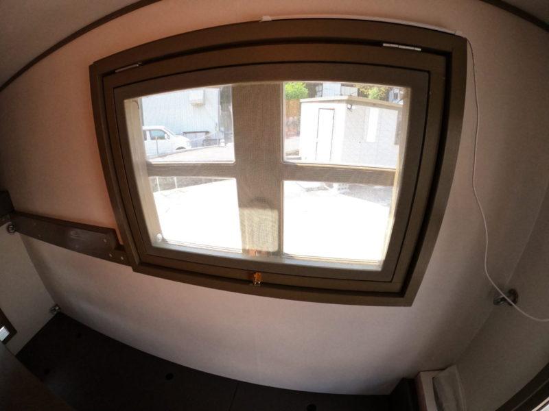 軽トラキャンピングカー窓