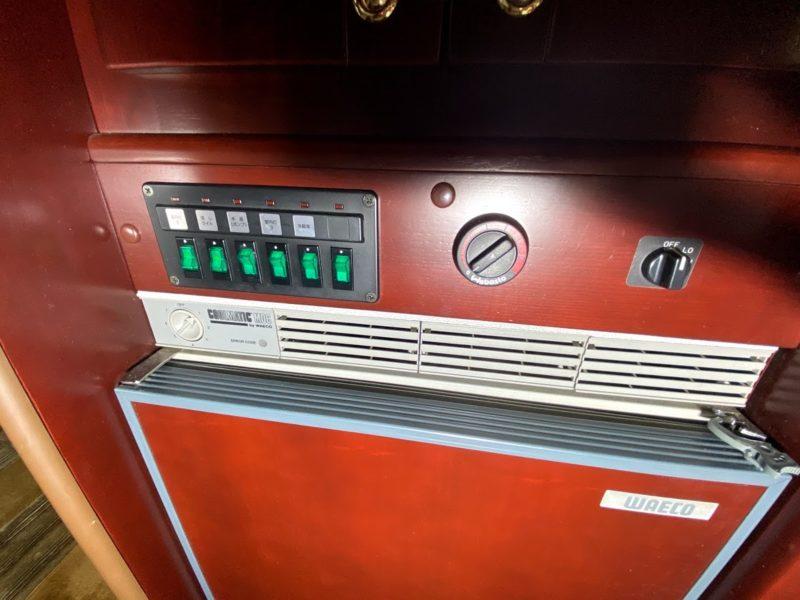 集中スイッチと冷蔵庫、ヒーター